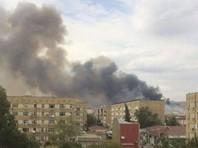 По данным агентства, в результате взрыва начался пожар. Сайт Vesti.Az со ссылкой на очевидцев пишет, что взрывы продолжаются и происходят на участке складских помещений