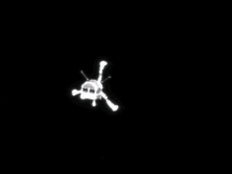 Спускаемый аппарат Philae, который первым в истории успешно приземлился на поверхность кометы, простился с землянами