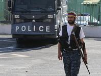 СНБ Армении потребовала от вооруженной группы, захватившей здание полиции в Ереване, сдаться властям