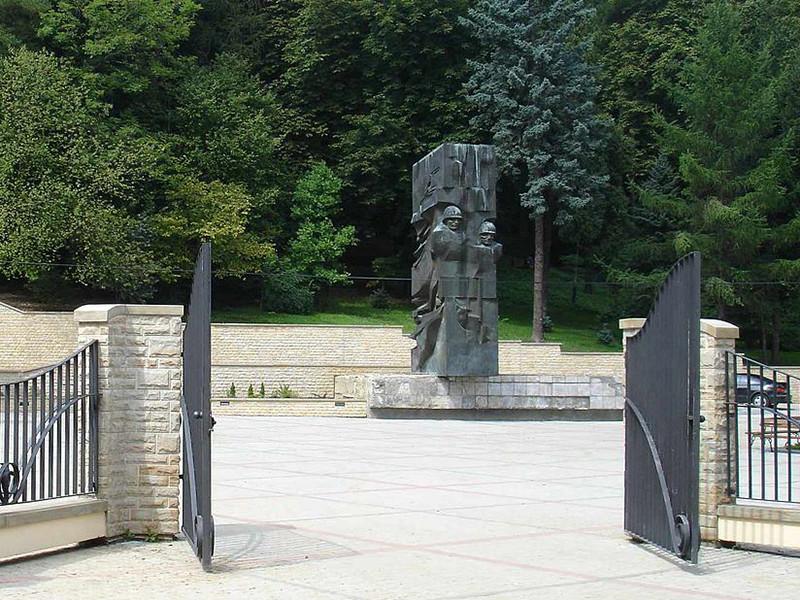 Власти польского города Санок приняли решение демонтировать памятник Красной армии, а затем перевезти его в музей советских скульптур, который только планируется построить