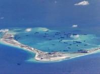"""Накануне международный трибунал, созданный при посредничестве Постоянной палаты третейского суда в Гааге, огласил вердикт, по которому Китай не имеет """"исторического права"""" на спорные территории в Южно-Китайском море"""