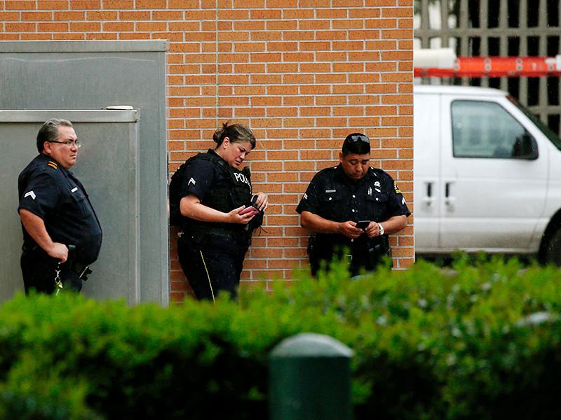 Стрелок из Далласа, убивший пятерых полицейских во время охвативших город беспорядков, оставил перед смертью послание, написанное кровью, сообщил шеф полиции города Дэвид Браун