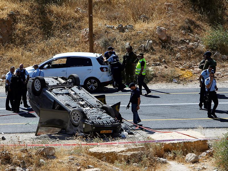 В Израиле один человек погиб и еще трое получили ранения в результате обстрела неизвестными машины в районе Адорим на юге Хевронского нагорья