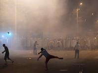 В Ереване на фоне шествия оппозиции захватчики здания ППС сожгли три автомобиля полиции