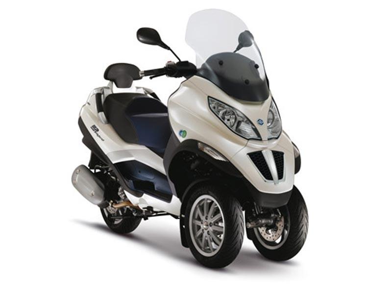 Сбор средств ведется на сайте Leetchi. Изначально планировалось собрать таким образом девять тысяч евро, чтобы приобрести мотоцикл Piaggio MP3 Hybrid LT 300ie, который друзья присмотрели для Франка