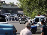 В Ереване в столкновениях у захваченного полицейского участка пострадали более 40 человек
