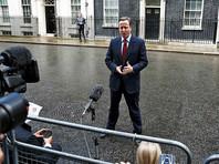 Перед тем как скрыться в своей резиденции на Даунинг-стрит, 10, Кэмерон спел самому себе отрывок мелодии, которую журналисты теперь пытаются распознать