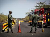 500 венесуэлок в белом взяли штурмом границу Колумбии и вернулись домой с туалетной бумагой