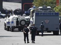 В центре Еревана на фоне захвата здания полиции начались столкновения между демонстрантами и силовиками