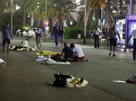 Грузовик, который двигался по набережной на скорости около 70 км/ч, врезался в людей накануне около 22:30 по местному времени после праздничного салюта в честь Дня взятия Бастилии