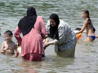 Власти Ниццы запретили мусульманкам появляться на пляжах в буркини