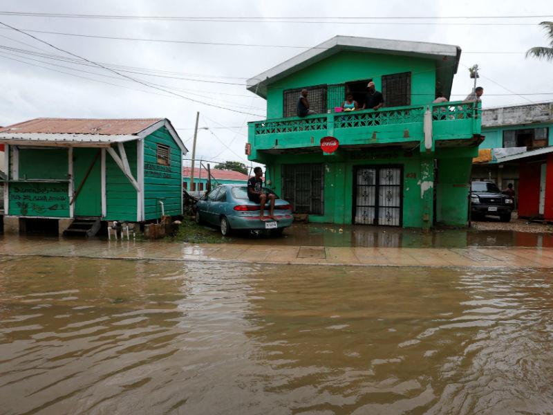 """Тропический шторм """"Эрл"""" в Мексике унес жизни шести человек"""