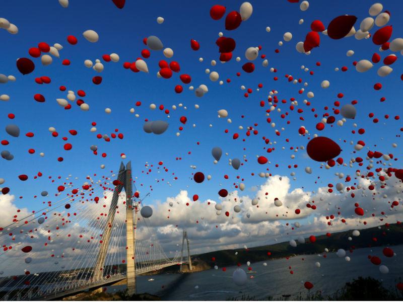 В Стамбуле прошла торжественная церемония открытия моста султана Явуза Селима - третьего моста через пролив Босфор