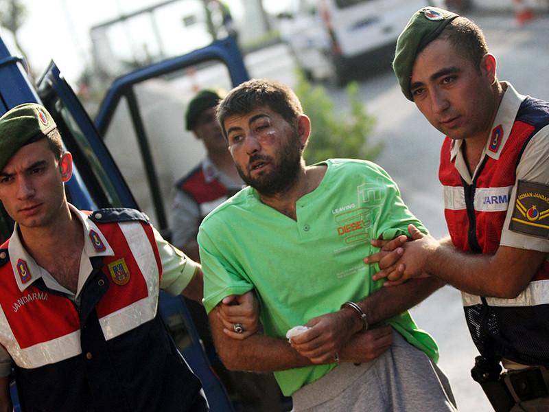 В Турции задержаны 11 солдат, участвовавших в попытке покушения на президента страны Реджепа Тайипа Эрдогана в ночь неудавшегося военного переворота. Между тем число военных, уволенных из турецкой армии, превысило три тысячи