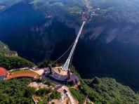 В Китае открыли самый длинный стеклянный мост в мире - на высоте 300 метров