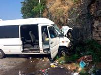 Микроавтобус с россиянами попал в ДТП в Абхазии: один погибший, 20 раненых