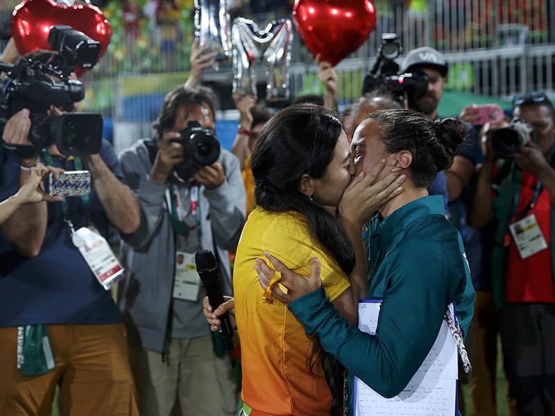 На Олимпиаде работница стадиона сделала предложение своей возлюбленной из регбийной сборной Бразилии