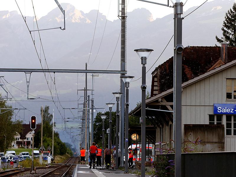 Женщина, пострадавшая в субботу при нападении на поезд в Швейцарии, скончалась в больнице. Погибшей было 34 года. Еще трое пассажиров поезда и нападавший остаются в критическом состоянии