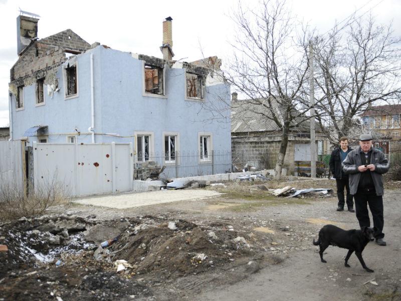 Разрушенный дом на одной из улиц в Донецке (архивное фото)