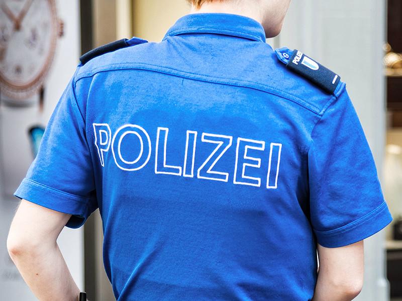 В Швейцарии мужчина с ножом напал на людей в поезде, передает Reuters. По данным агентства, ранены семь человек