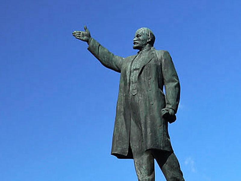 На Украине снесли более 1200 памятников советскому государственному деятелю Владимиру Ленину
