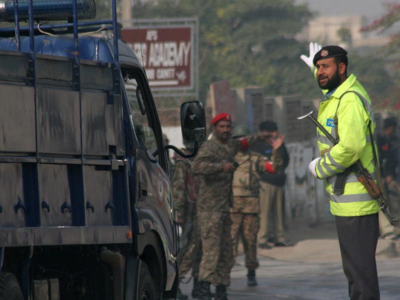 Российский летчик Сергей Севастьянов, захваченный талибами 4 августа в Афганистане и освобожденный в субботу вместе с пятью пакистанскими военнослужащими, доставлен в российское посольство в Исламабаде