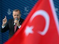 """Президент Турции, выступая на церемонии открытия, заявил, что до конца августа проезд по мосту будет бесплатным. """"Затраты на мост были немаленькими, но мы поступим справедливо. До ночи 31 августа проезд будет бесплатным"""", - сказал Эрдоган"""