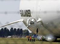 В Великобритании самый длинный в мире самолет-дирижабль зацепился за столб и уткнулся носом в землю