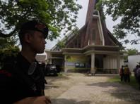 Юный смертник в Индонезии не смог взорваться в церкви