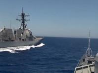 """Военные катера Ирана пошли на """"скоростной перехват"""" эсминца США"""