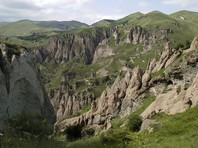 Двое российских пограничников погибли в Армении при падении автомобиля в пропасть