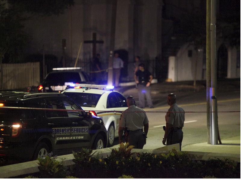 В американском городе Шарлотт (штат Северная Каролина) полицейский Джермейн Сандерс застрелил глухонемого Даниэля Харриса, который, сидя за рулем автомобиля Volvo, превысил скорость и не остановился по его требованию