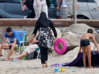 Премьер-министр Франции Мануэль Вальс в интервью газете La Provence поддержал мэров французских городов, запрещающих закрытые купальные костюмы - буркини - на общественных пляжах