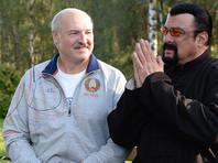 Стивен Сигал приехал в Белоруссию подавать щи и попробовать морковку Лукашенко (ФОТО, ВИДЕО)