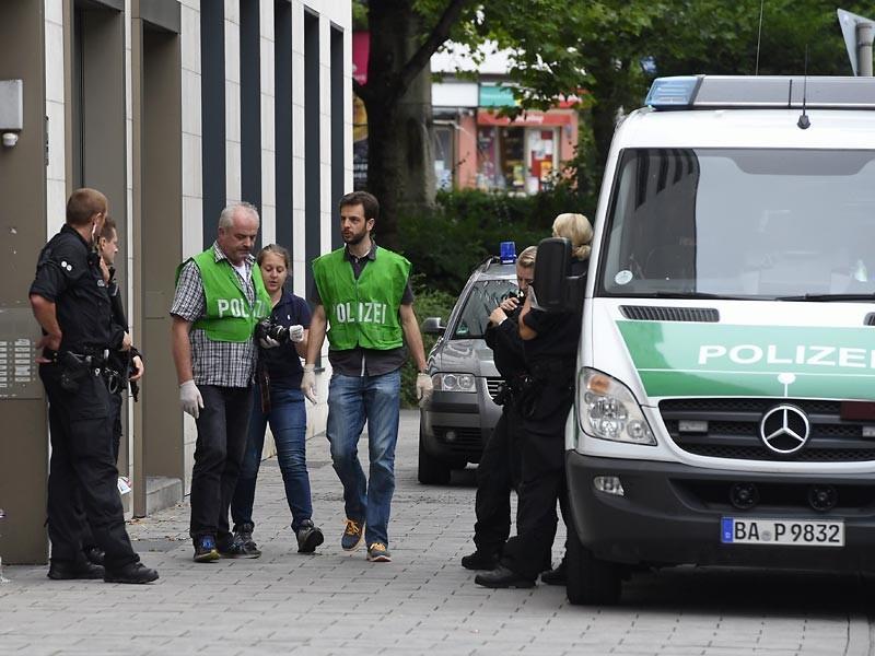 Полиция немецкого города Росток на территории федеральной земли Мекленбург - Передняя Померания внимательно следит за Свеном Крюгером, организатором неонацистской общины в деревне Ямель, прославившейся как мекка приверженцев учения Адольфа Гитлера