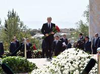 Путин почтил память Каримова вместе с премьер-министром республики Шавкатом Мирзияевым, сообщает ТАСС