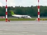 В аэропорту Риги экстренно сел лайнер без переднего шасси