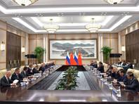 В начале двусторонней встречи президент России напомнил, что китайские предприниматели во время беседы во Владивостоке рассказали ему, что в Китае очень любят российское мороженое
