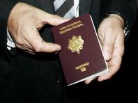 """Француз будет судиться с властями страны из-за """"запрета улыбаться"""" на фотографии в паспорте"""