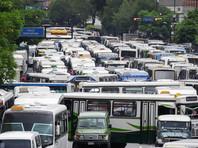 В столице Венесуэлы сотни водителей автобусов устроили забастовку