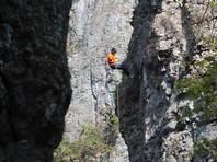 Китайская альпинистка нарисовала портрет возлюбленного на скале высотой 218 метров (ФОТО)