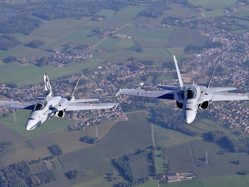 Когда самолет находился в воздушном пространстве Швейцарии, в непосредственной близости от спецборта были два истребителя F/A-18 Hornet