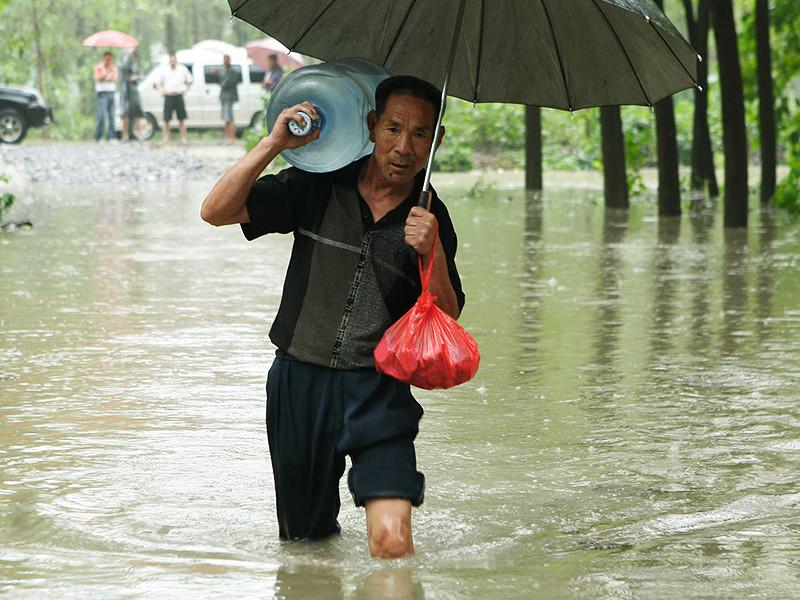 В КНДР не менее 133 человек стали жертвами наводнения, вызванного проливными дождями из-за тайфуна Lionrock, еще 395 числятся пропавшими без вести