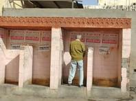 """Власти Индии начали общественную кампанию против """"уличных туалетов"""", высмеивающую """"прогрессивных"""" индусов"""