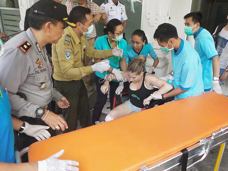 На пароме, перевозившем 35 туристов между островами Бали и Ломбок, произошел взрыв. Как сообщает Reuters, ссылаясь на представителей полиции, погибли два человека
