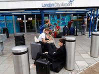 В Лондоне аэропорты столкнулись с длительными задержками рейсов из-за компьютерного сбоя и акции протеста
