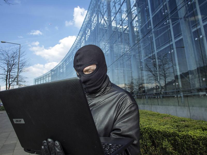 Директор национальной разведки США Джеймс Клеппер считает, что за последней атакой на базы данных Демократической партии стоит Россия