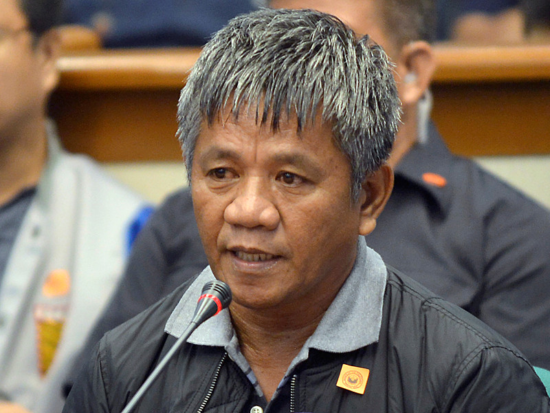 Во время слушаний в сенате Филиппин бывший наемный убийца Эдгар Матобато рассказал о сотрудничестве с действующим президентом страны Родриго Дутерте, когда он занимал пост мэра города Давао