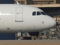Пассажир попытался проникнуть в кабину египетского самолета