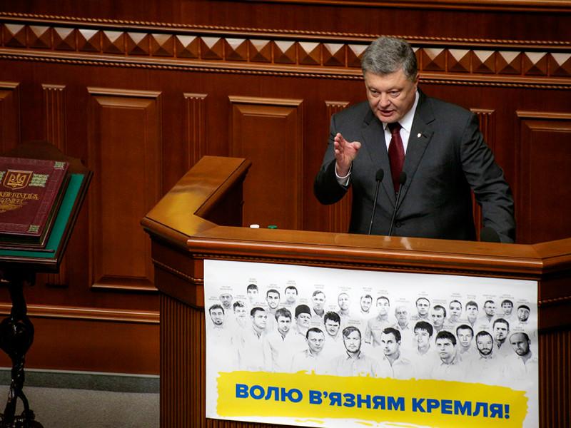 Порошенко обвинил РФ в наращивании военного присутствия близ границ с Украиной и подал идею новых антироссийских санкций